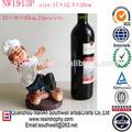venta al por mayor de resina artesanías decorativas de chef de una sola botella de vino titular