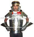 casco con guantes de metal