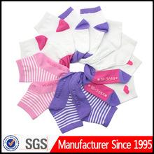 Suela de goma del bebé calcetín del zapato/calcetines del bebé con suela de goma