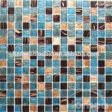 azul azulejo de la piscina