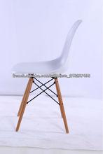 salle à manger plastic chair / chaise de loisirs / Eames