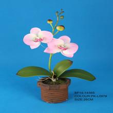 rosa artificial en maceta de flores de orquídeas