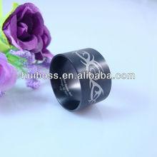 joyería de metal negro anillo de venta al por mayor de acero inoxidable impresos con láser anillo