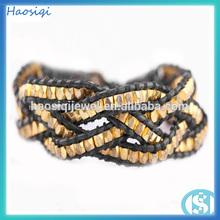 cobre chapado en oro de cuentas de plástico alrededor de pulsera de cuero