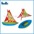 brinquedo barco de plástico navio