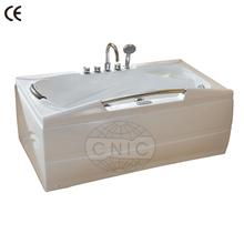 una persona pequeño spa hot tub