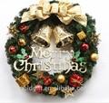 Corona de Navidad con campanas de oro para escaparate