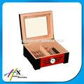 caja de puros de madera con ventana transparente