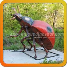 escultura insectos patio al aire libre