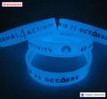 venta caliente pulseras de silicona que brillan en la oscuridad joveniles de impresion al por mayor para promocion y fiesta