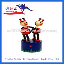 de madera de juguete para empujar con madera y base de plástico