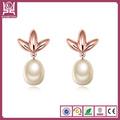 diseño de moda aretes con perla en color oro rosa