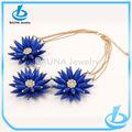caliente la venta real de color azul de acrílico de gran collar de flores