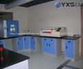 Química de laboratorio equipo mesa de esquina/banco contra la pared