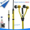 teléfono celular nuevo diseño en la oreja los auriculares con cremallera