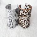 de la moda de alta calidad de pulseras de estilo europeo en forma de u de serpiente de la pu textura de cuero pulsera