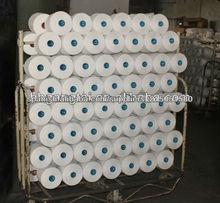 blanco crudo cerca de los hilados de polyester 100% virgen