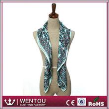 Diseño magnífico para suave pañuelo de seda india honorable dama