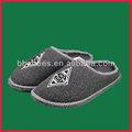 clásico bh095334 sentía zapatilla de fútbol con el logotipo del equipo deslizador suela de fieltro
