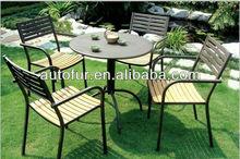 De metal al aire libre mesa y sillas de jardín