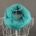 Luz bufanda azul del invierno