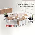 moderna oficina de cubículos de estación de trabajo