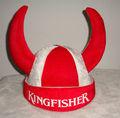 los aficionados al fútbol vikingo sombrero rojo y blanco