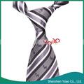 nuevos hombres de negocios corbata gris