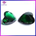 venta caliente en forma de corazón de color verde esmeralda suelta falsos sintéticas de piedras preciosas