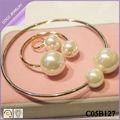 elegante de nuevo modelo 2014 de venta al por mayor con perlas collar/anillo/pulsera conjunto de joyas de moda