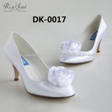 Gran flor hecha a mano elegante zapato cerca de la boda