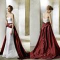 largo vestido de novia de color rojo y blanco bastante cariño escote plisado