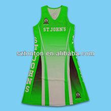 la costumbre vestido baloncesto uniforme