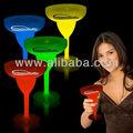 Se buscan distribuidores para Glowcups GLOW en las tazas de consumición del partido OSCURAS