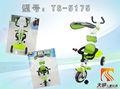 bebé de tres ruedas de bicicleta