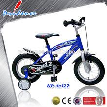 bicicleta manejada en carretera de la ciudad para los niños de 3 a 10 años