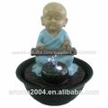 embarcaciones de mesa fuente de agua pequeño monje estatua