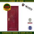 puerta de madera con la talla