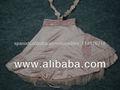 las niñas de moda infantil en vestido de satén de poliéster con la acción en términos de tamaños disponibles de otoño en un ve
