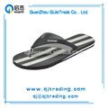 los hombres de plástico en blanco flip flops de bajo precio de plástico flip flops