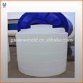 1500 litros de plástico de los tanques de agua