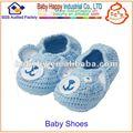 Estilo de los zapatos de bebé del ganchillo que hace punto nuevo