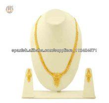 lleno de oro collares