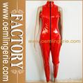 de moda de alta calidad de las mujeres mirada mojado negro y rojo traje fetiche
