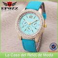 Bonito reloj de cuero, diamantes en esfera y diversos colores, relojes de moda al por mayor