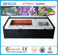 fabricación de la joyería de acrílico 3020 de corte y grabado láser de la máquina
