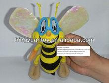 ape peluche con ali colorate molto carino e vivido