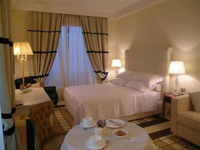 Chambre set divan lit d coration et lumi re rideau for Rideau pour chambre a coucher
