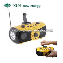 Hand crank led flashlight with radio