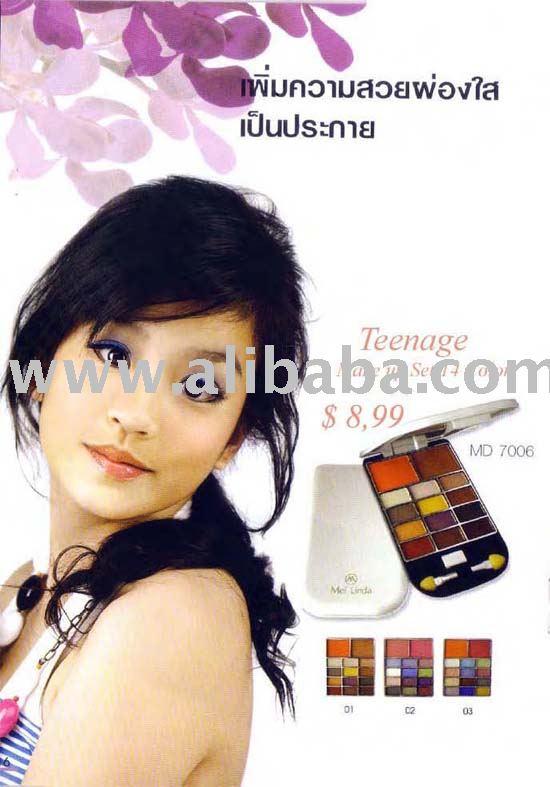 Teen Make up set makeup at 2011 Teen Choice